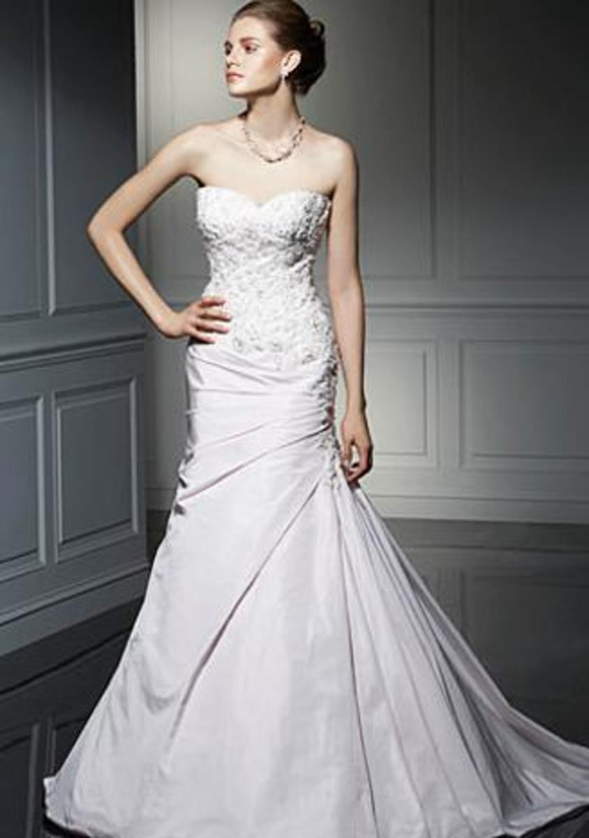 Wedding gowns guide for short curvy chubby and skinny for Wedding dresses for short curvy women