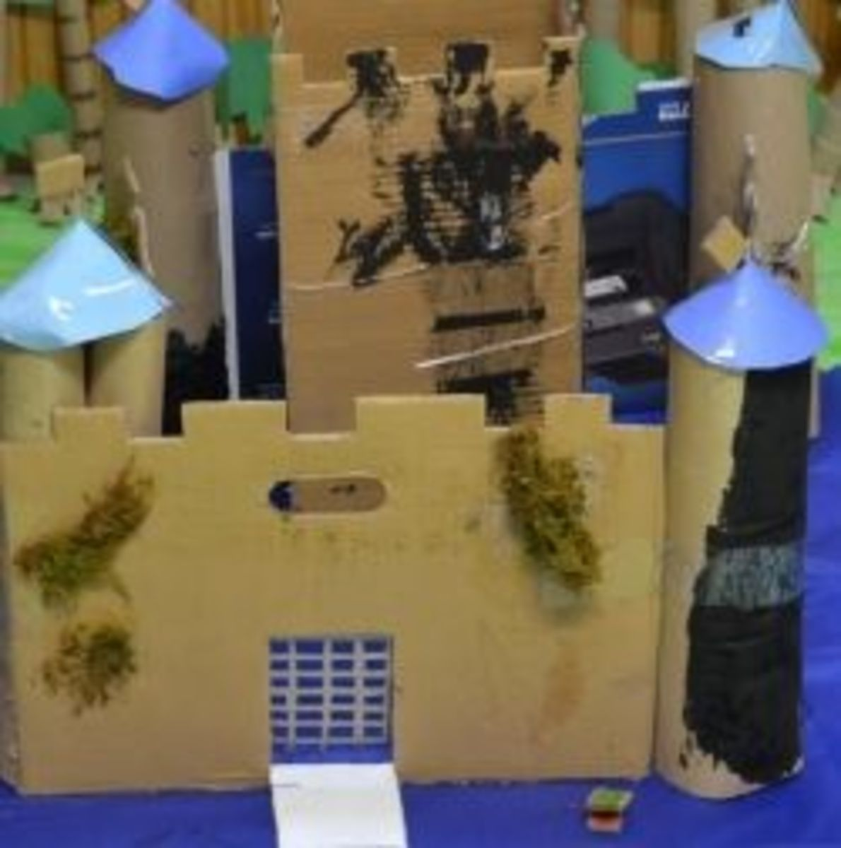 Castle model made from cardboard boxes. Photo taken by https://www.facebook.com/MichelleHarrisonPhotography who participates in our class