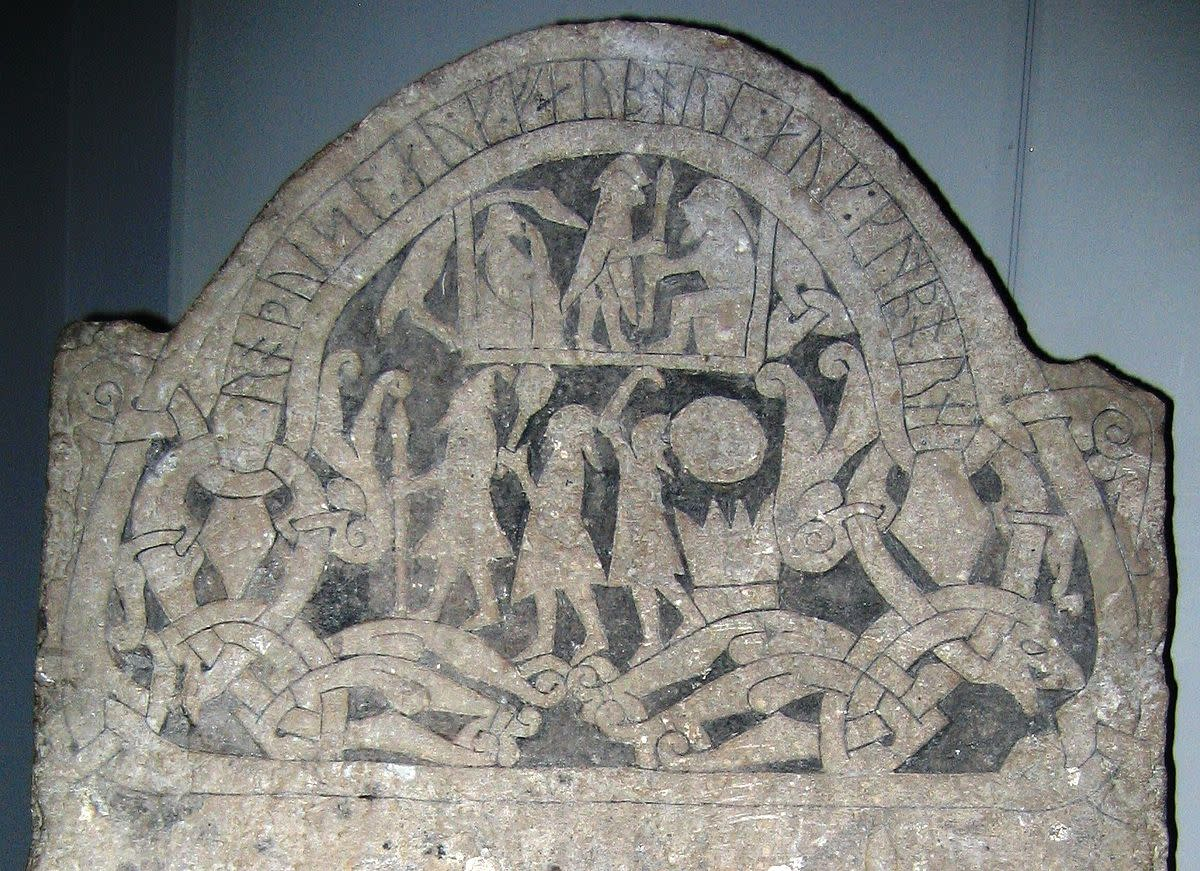Memorial runestone seen in Gotland shows Norse warriors charging headlong into battle. This might have been true if the foe had been roundly beaten, although the brunt of the fighting would still have to be born by the men in the shield-wall