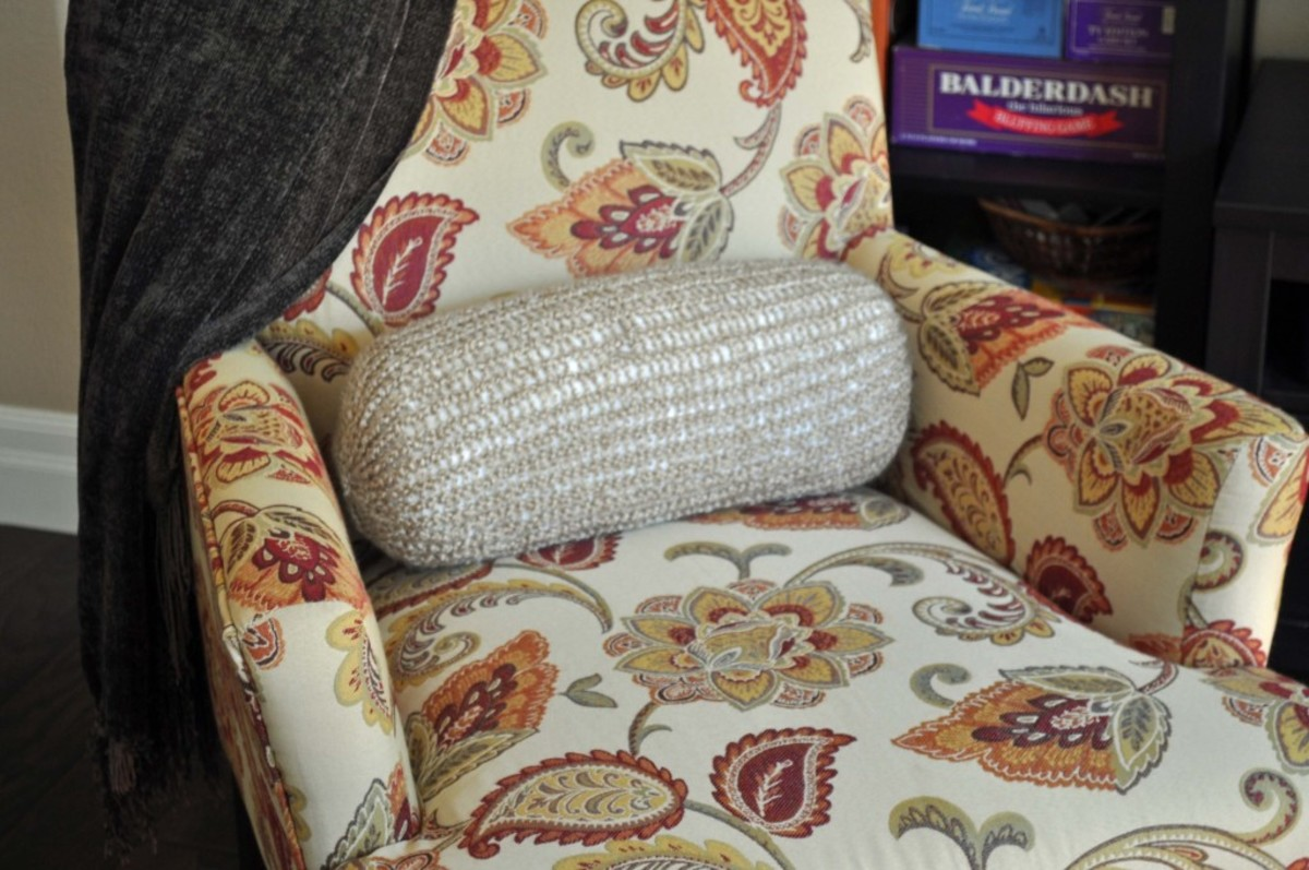 Knifty Knitter Round Pillow