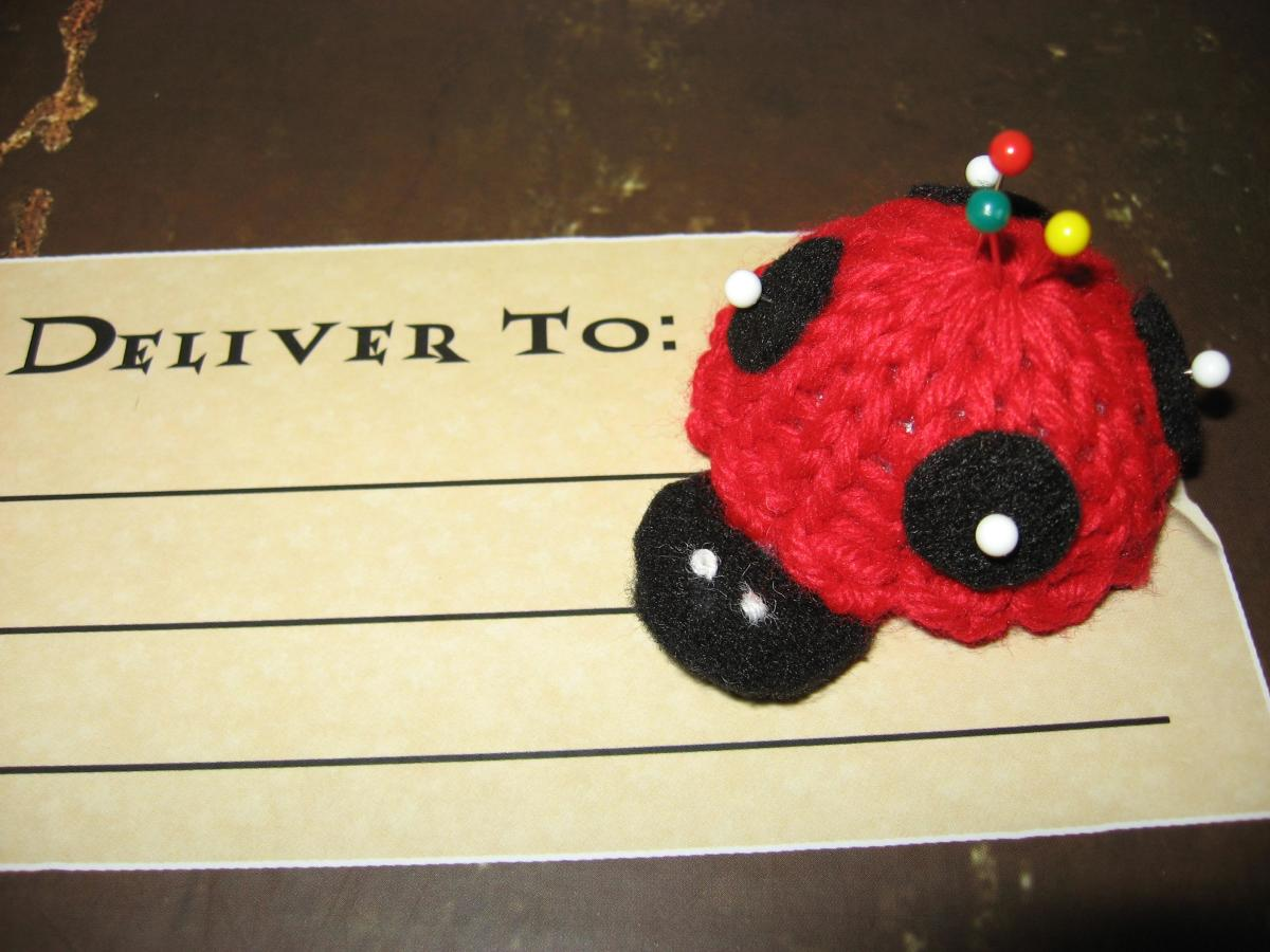 Lady Bug Pin Cushion Pattern for the Knifty Knitter Flower Loom