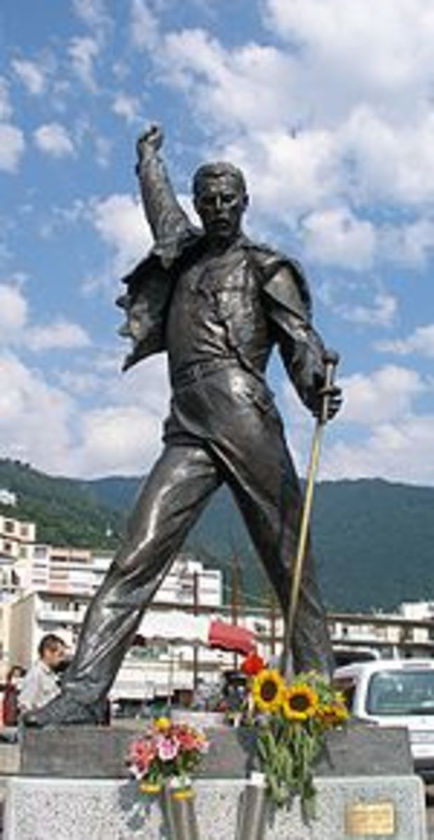 Freddie's statue overlooking Lake Geneva in Montreaux, Switzerland