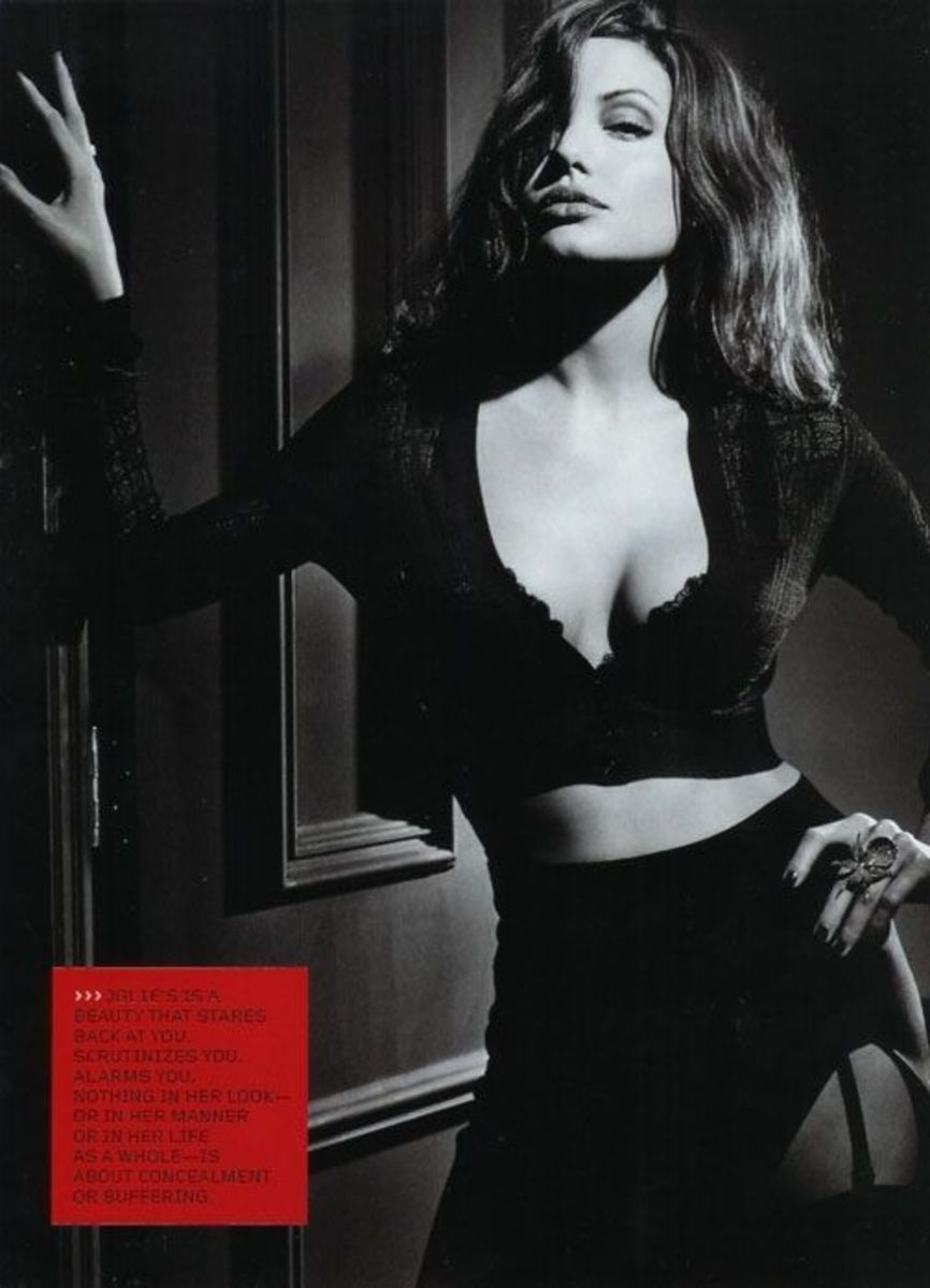 angelina-jolie-in-lingerie
