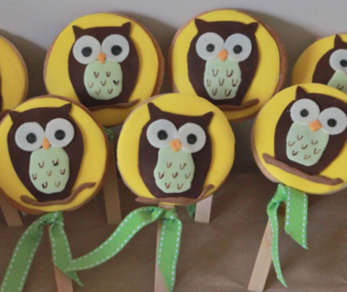 Owl Cookies (http://blog.stephbond.com/2011/10/party-ideas-gruffalo-3rd-birthday-party.html)