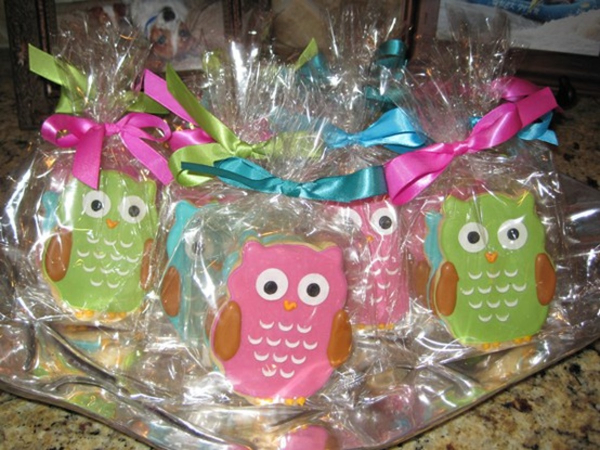Decorated Owl Cookies (http://www.thelooksforless.com/2010/03/27/random-love-my-sisters-owl-themed-baby-shower/)