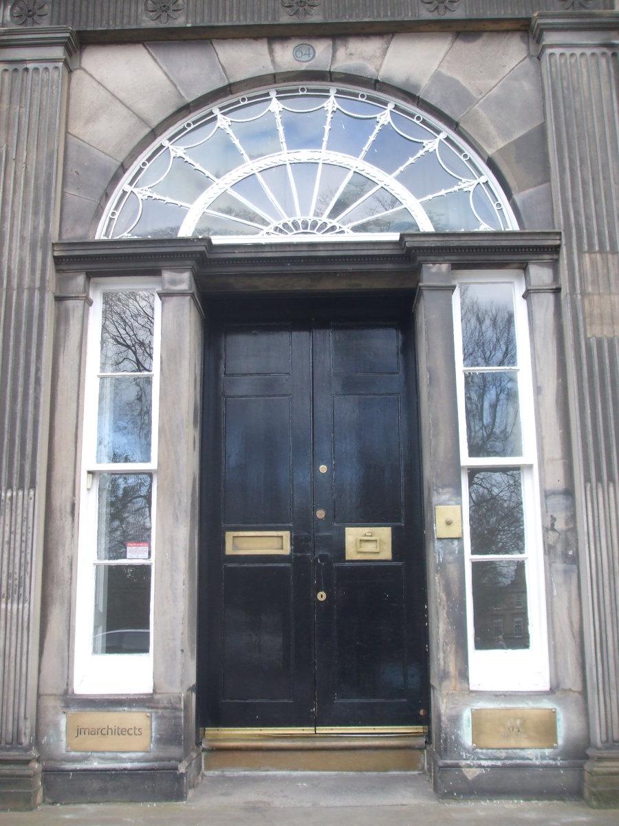 A door frontage in Queen Street