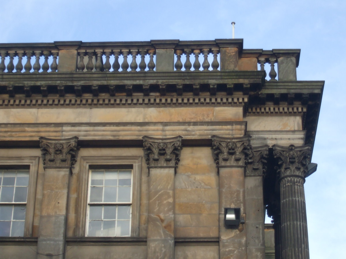 Balustrades plus pilasters and columns with capitals in George Street