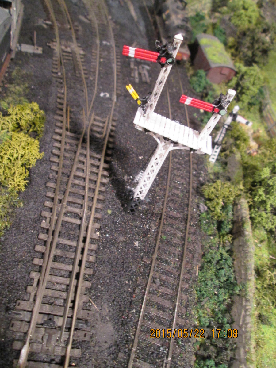 The junction signal with its 'calling distant' seen from above (part of Ratio kit 486).