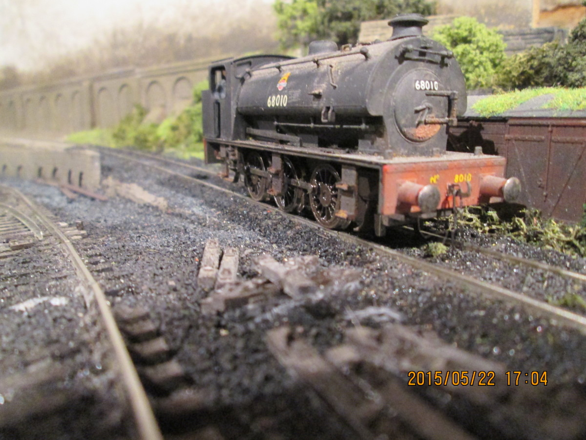 (Hornby) J94 0-6-0ST 68010 rests in the loco coaling stage siding at the foot of the incline the near the signal cabin
