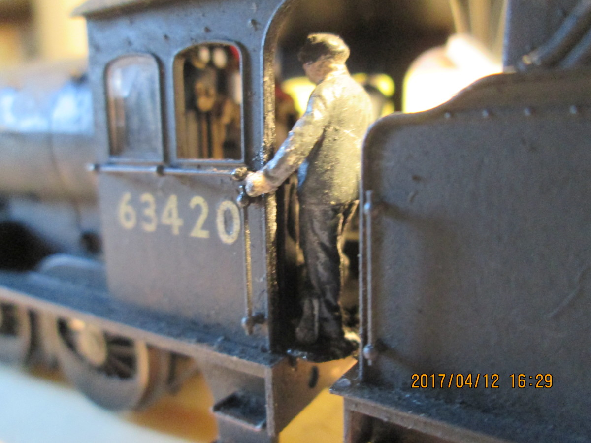 Model-U fireman on Q6 63420 of 51D (Middlesbrough) keeps an eye on what's going on in the firebox whilst listening for the signal coming 'off''. (See Model-U appraisal below)