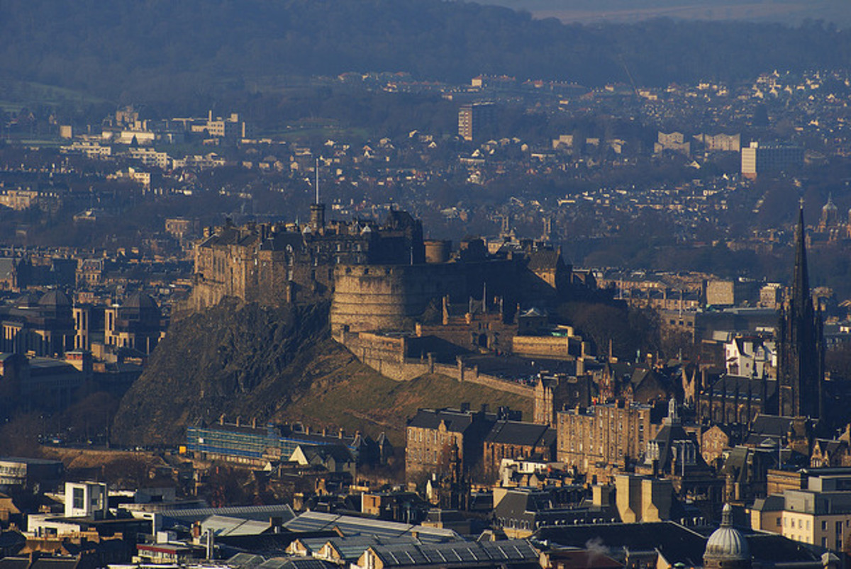 Famous Castles of Scotland : A Short History of Edinburgh Castle