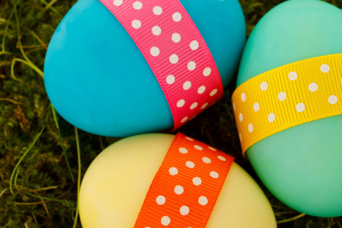 Add messages and search hints to your eggs for Easter egg hunts.