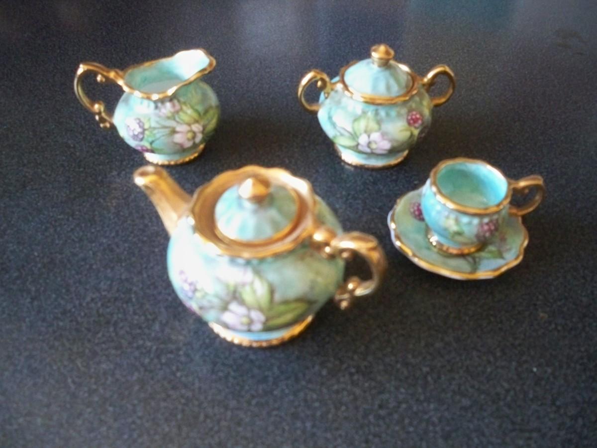 Minature tea set