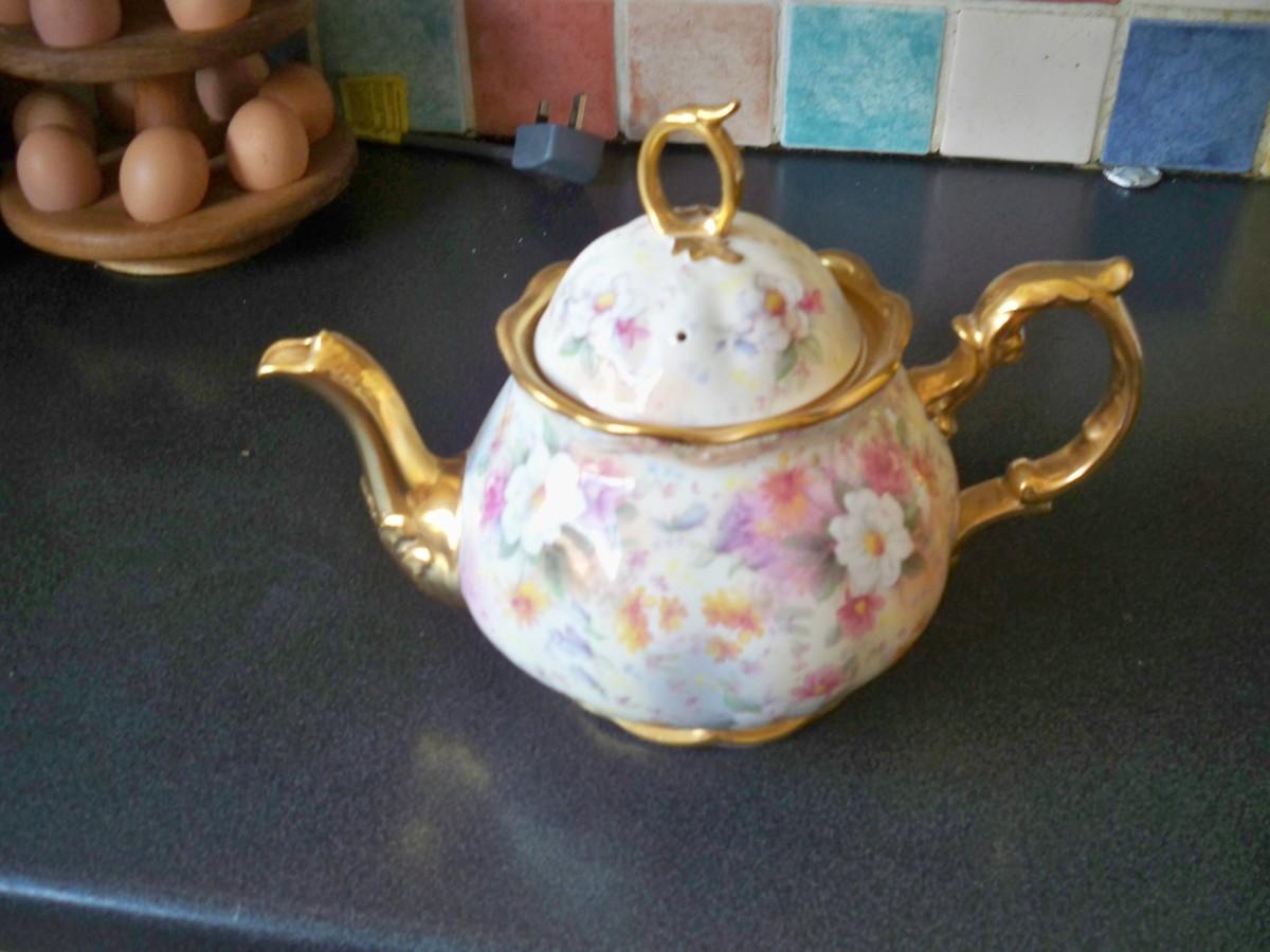 An imposing family tea pot