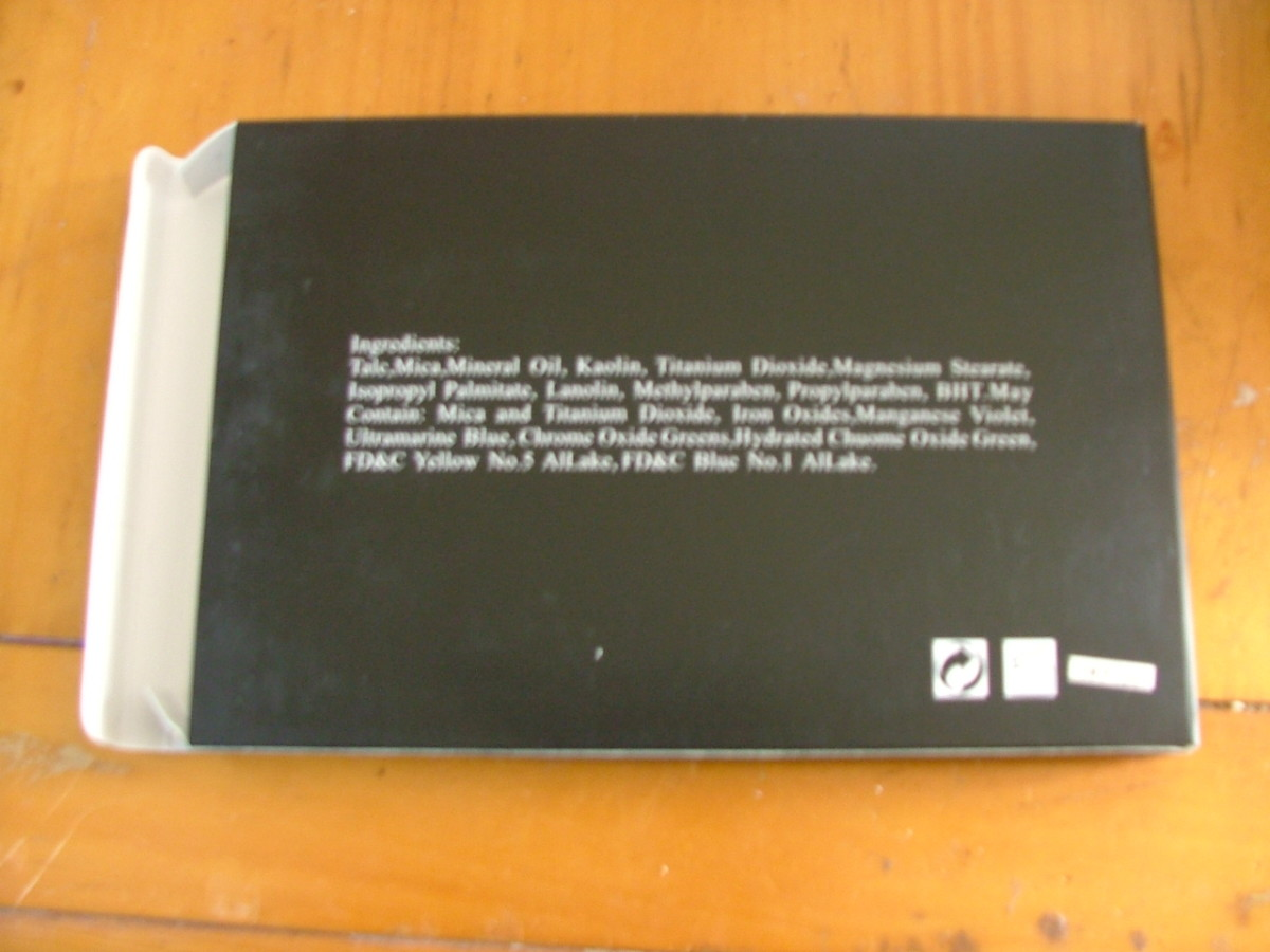 MAC 120 Professional Palette (Eyeshadow) (Fake)