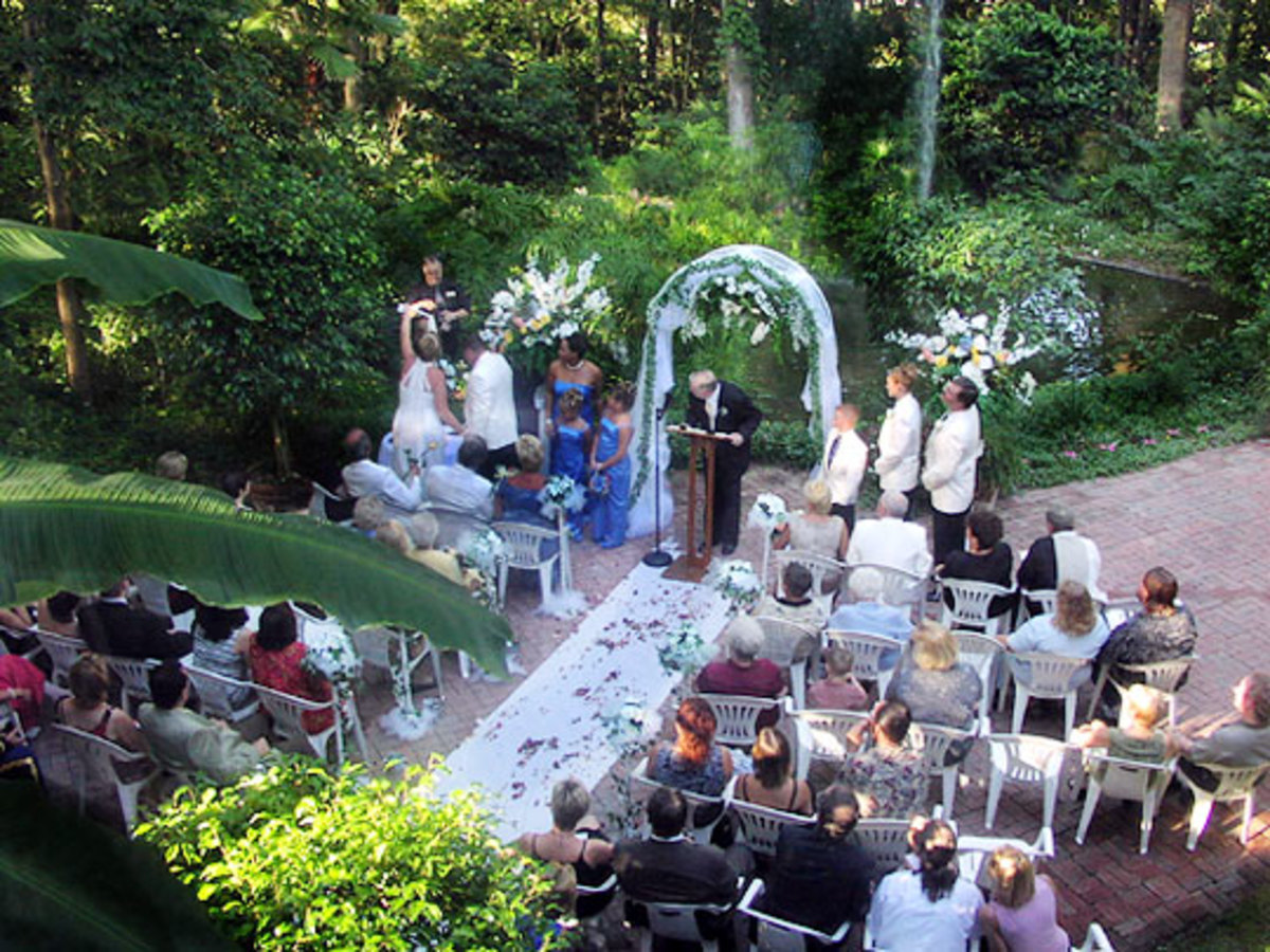 outdoor-lighting-design-makes-the-perfect-wedding-family-reunion-or-any-special-event