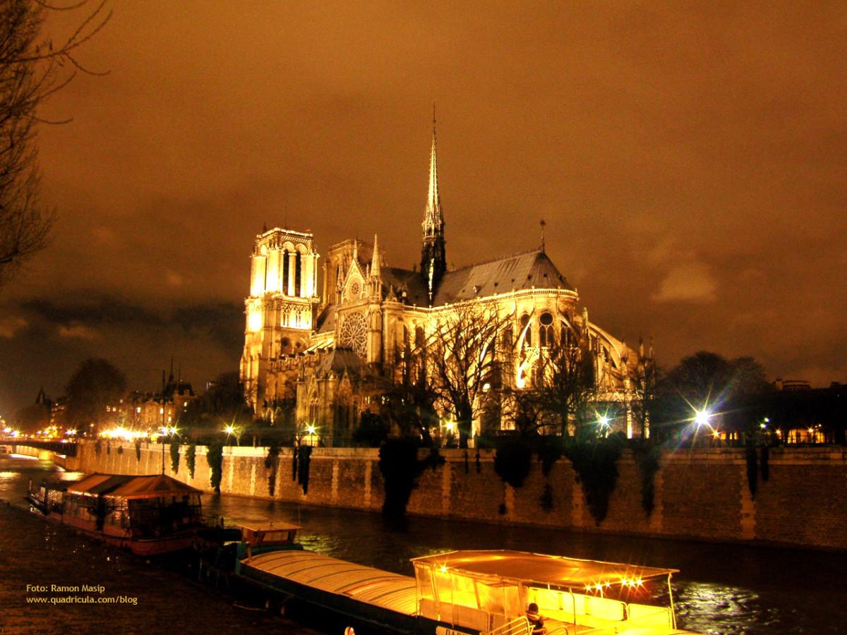 THE LIGHTS OF PARIS
