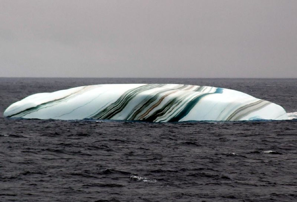 The Hoax of the Lake Michigan Striped Icebergs