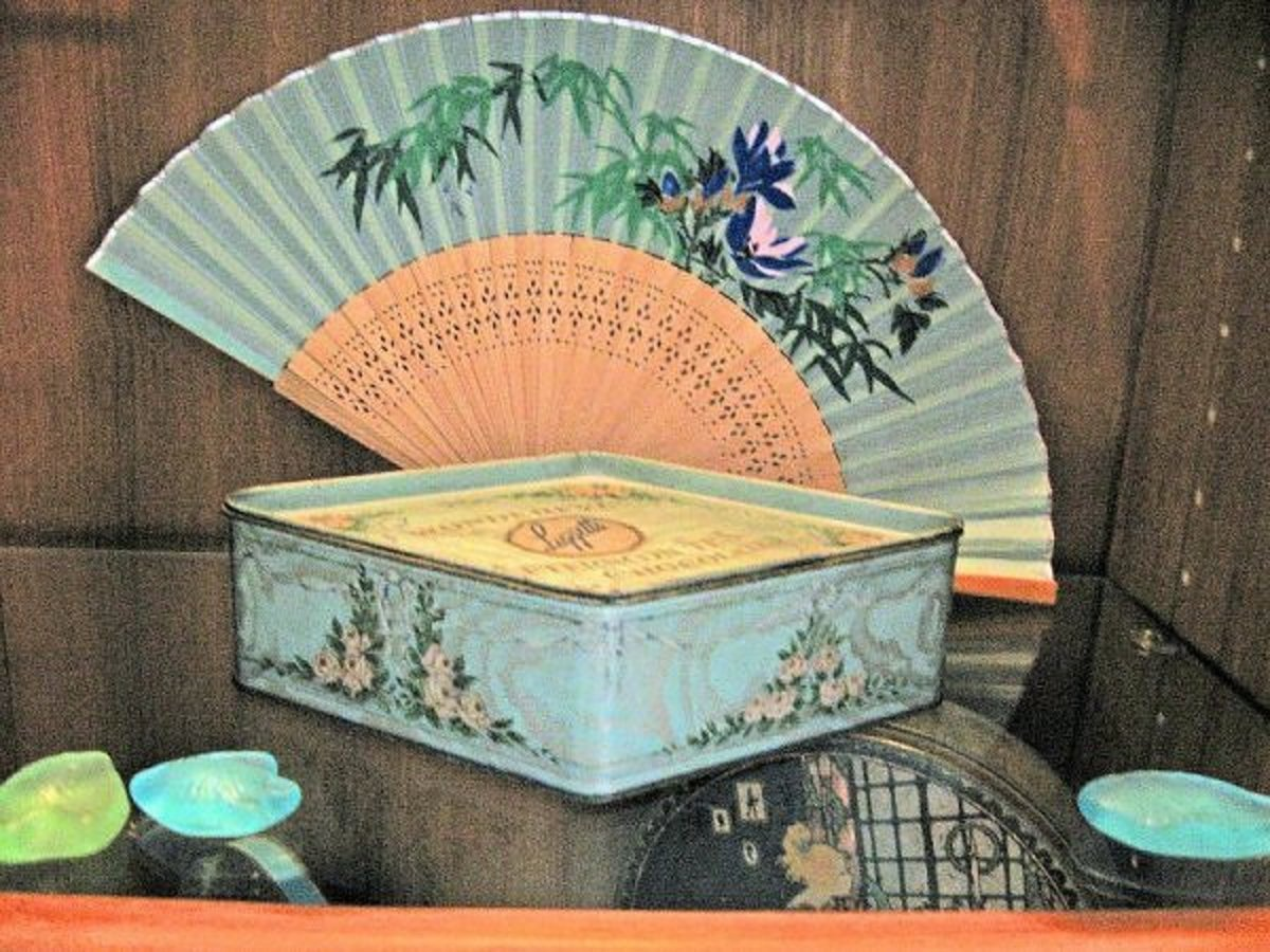 I consider this one my best tin. The shape, the colors and artwork, the condition are top notch.