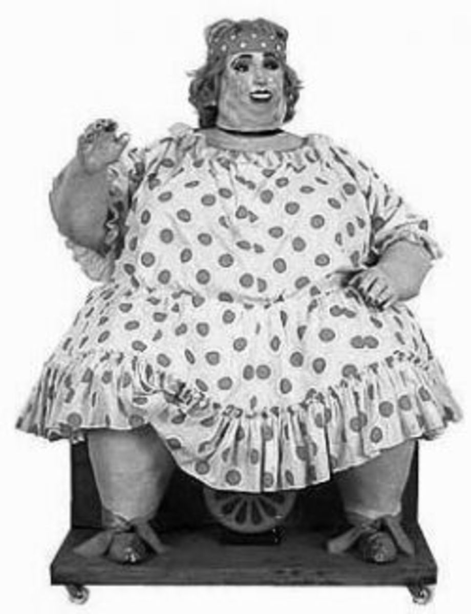 Vintage Photo of Mechanical Laughing Lady, Magic Carpet Ride Funhouse (Photographer Unknown)
