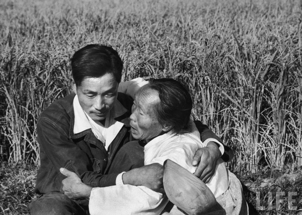 "MARGARET BOURKE-WHITE ""KOREAN WAR POW COMES HOME TO MOMMA"""