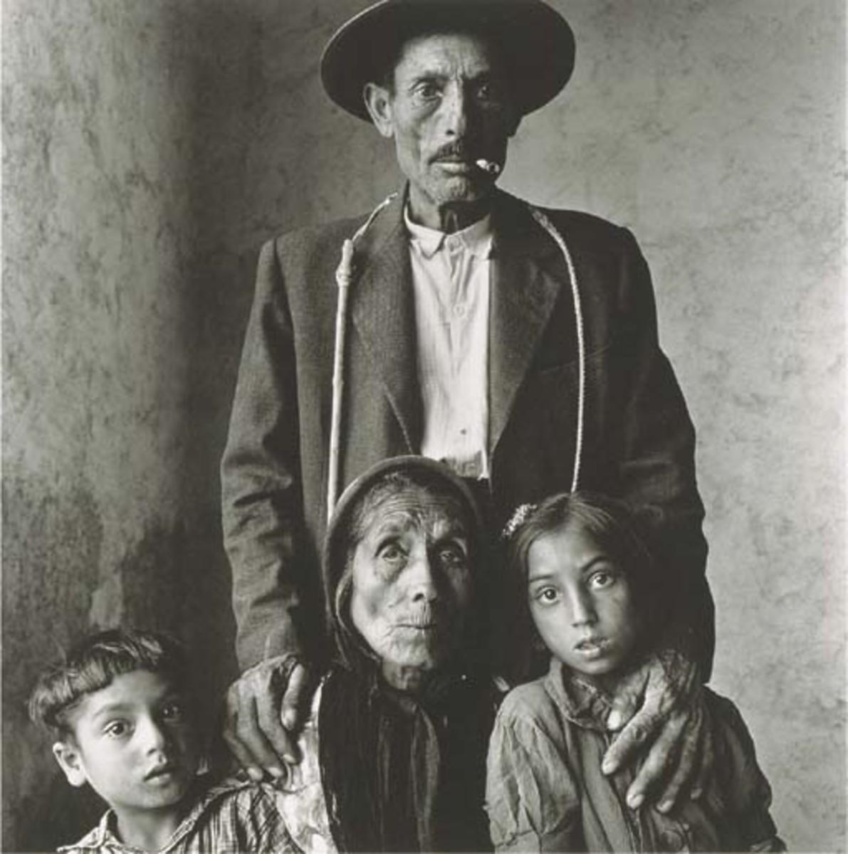 """IRVING PENN """"GYPSY FAMILY, SPAIN 1965"""""""