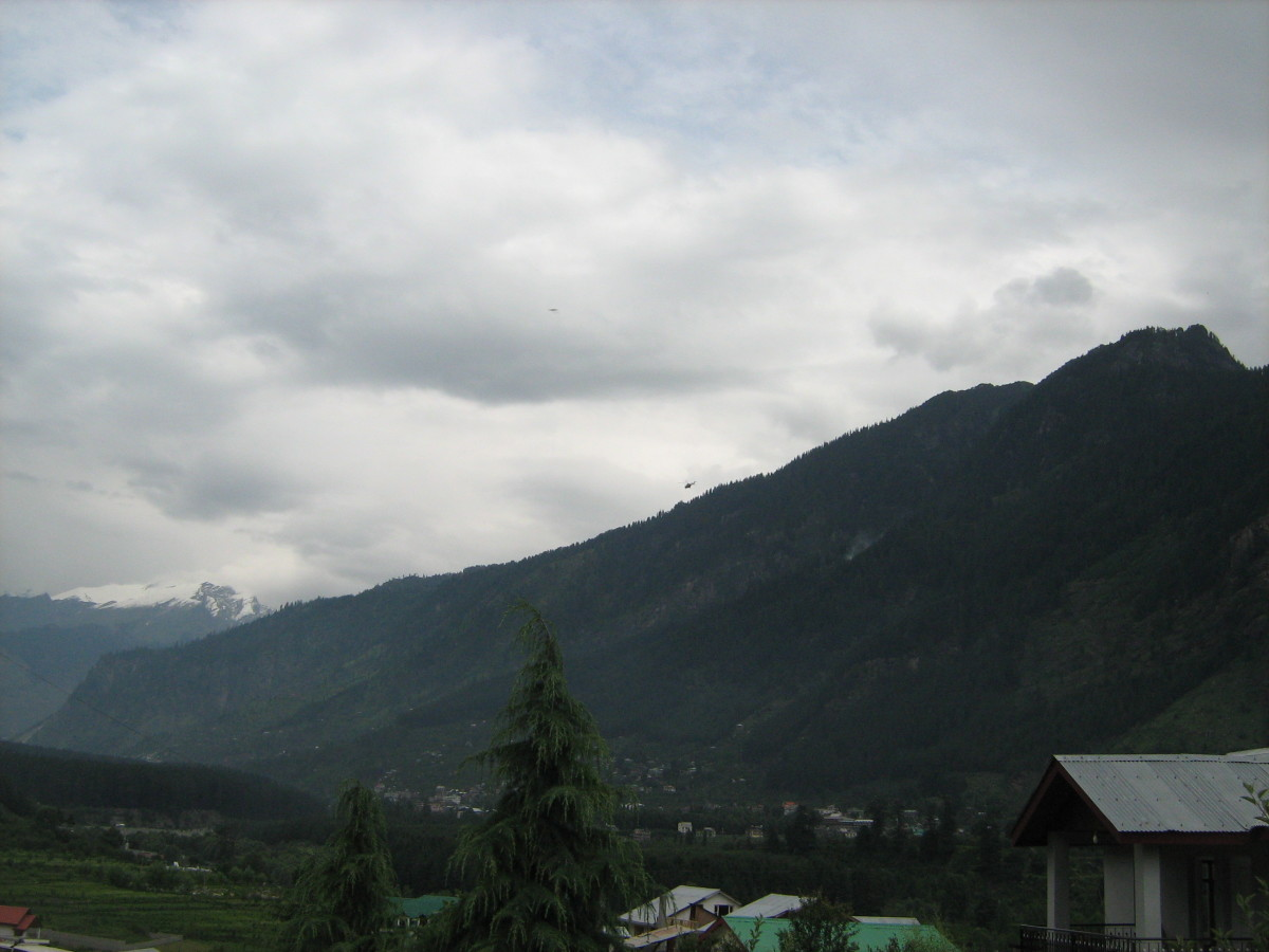 Picturesque view of beautiful Manali Mountains - Snap taken by me standing at Kanyal Road, Simsa Village, Manali.