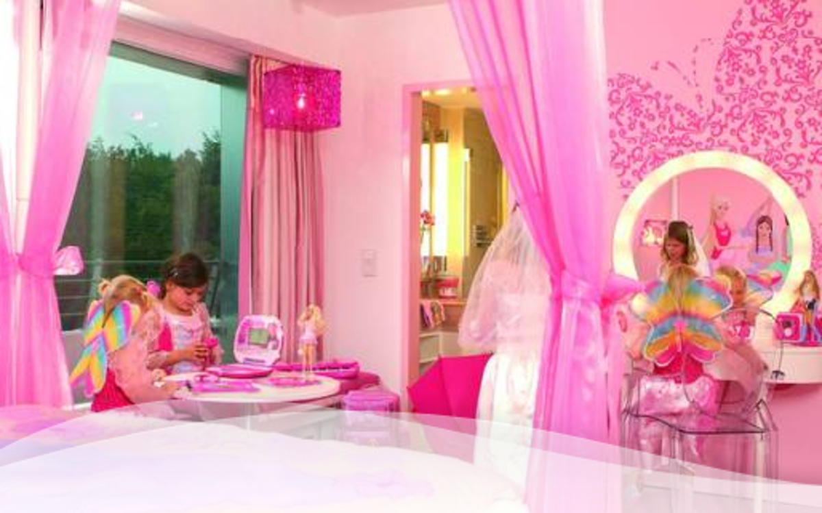 10-barbie-themed-hotel-rooms-for-the-eclectic-girly-traveler