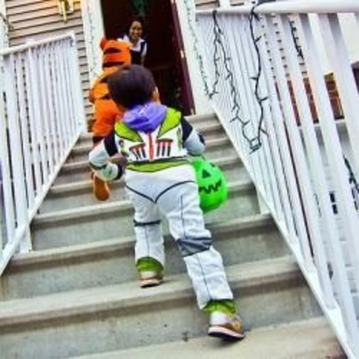 Tips For Passing Out Candy to Trick-or-Treaters on Halloween