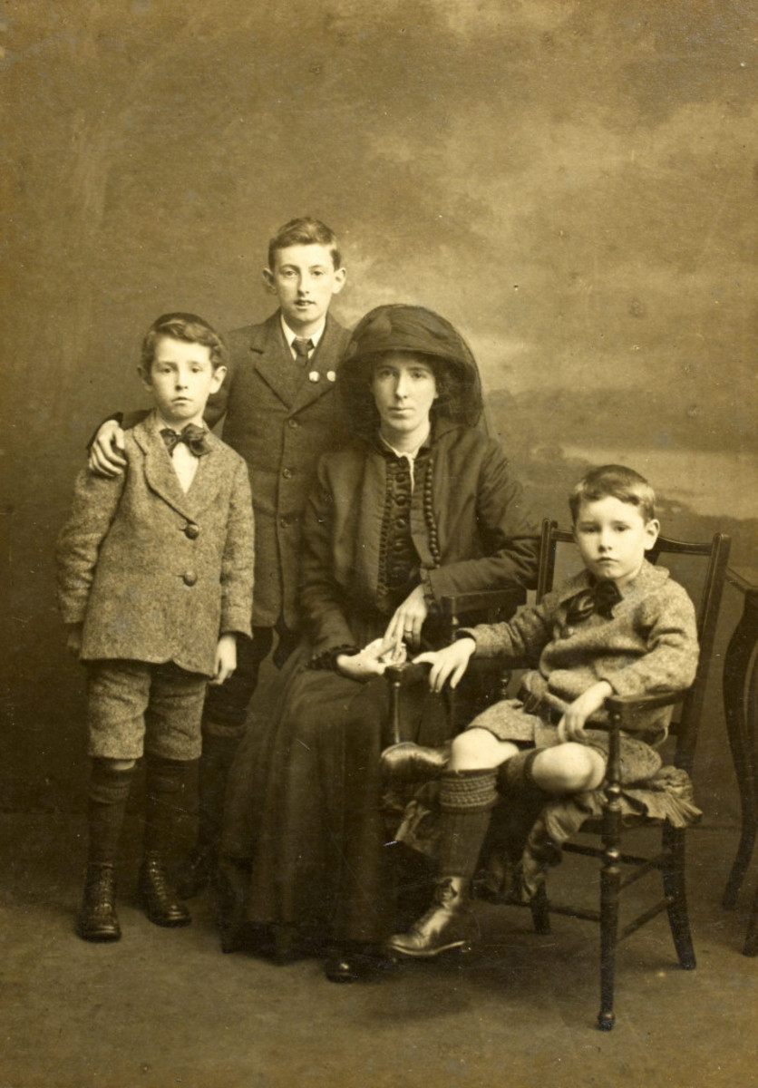 Kathleen Clarke and her children in 1916 after The Easter Rising