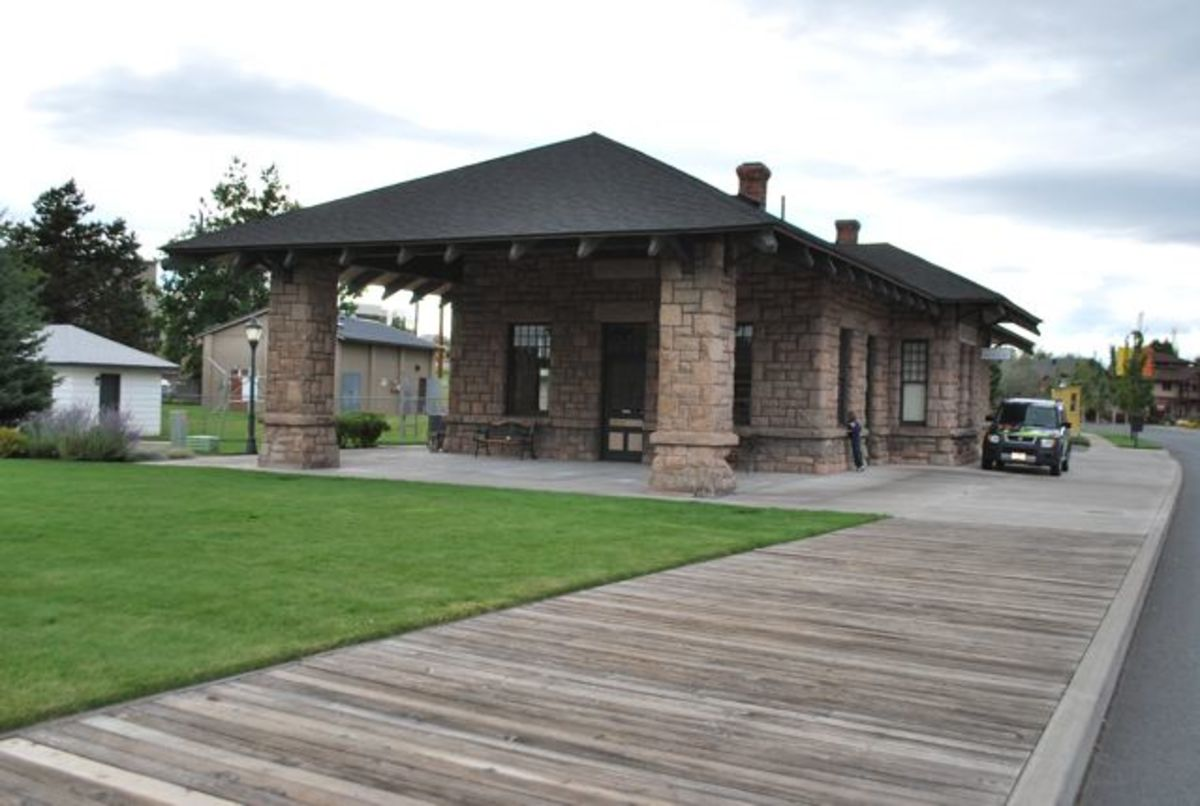 Replica wooden sidewalk leading up to the historic train depot in Bend, Oregon (c) Stephanie Hicks