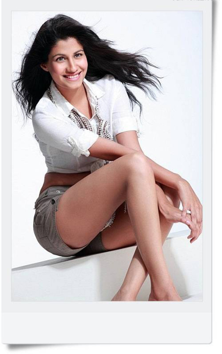 sexy Shreya Dhanwanthary pic