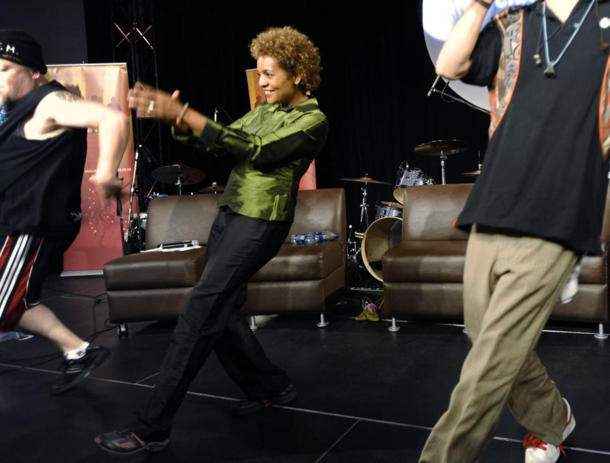 Governor General Michalle Jean getting hip-hop dance lessons while visiting NAIT in Edmonton to talk with youth about peace and hip-hop to overcome barriers and violence in society, Aug 2009