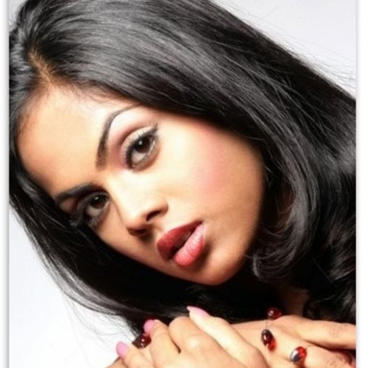 Karthika Nair Wallpapers