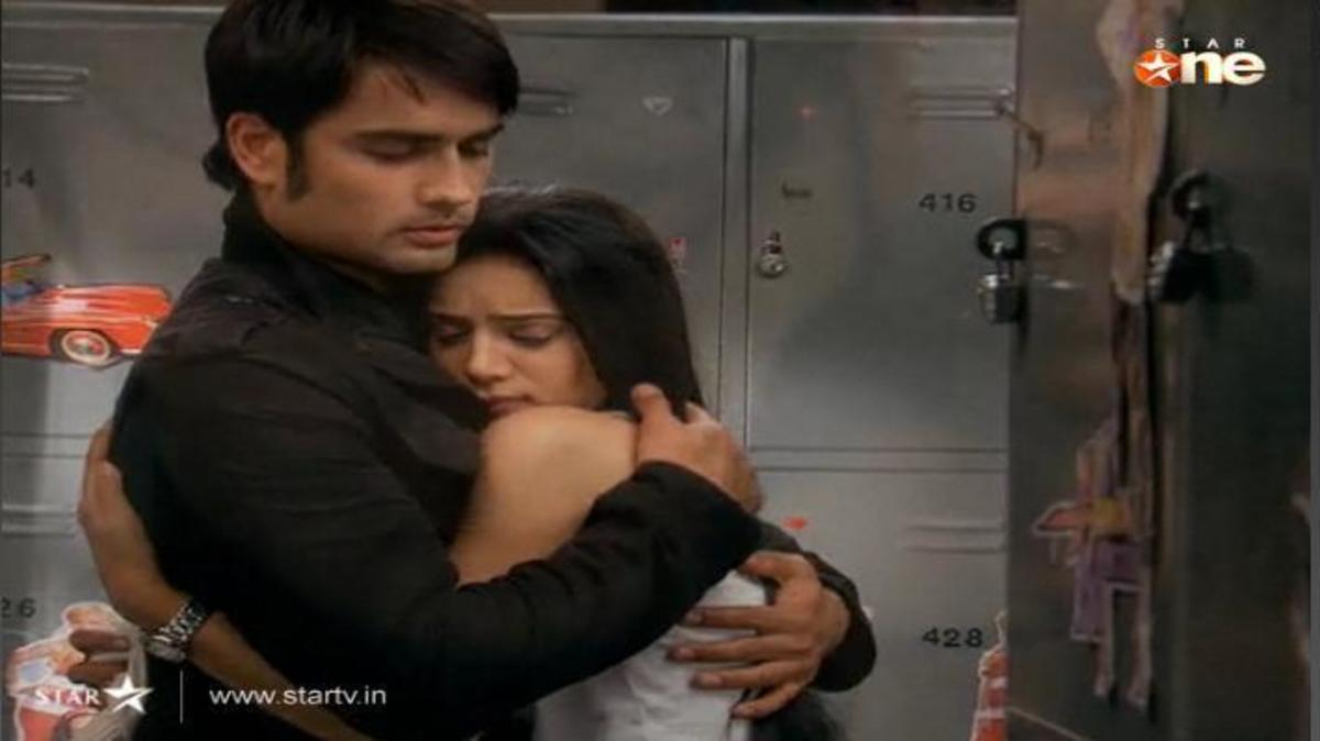 Abhay hugs Pia at the Locker room