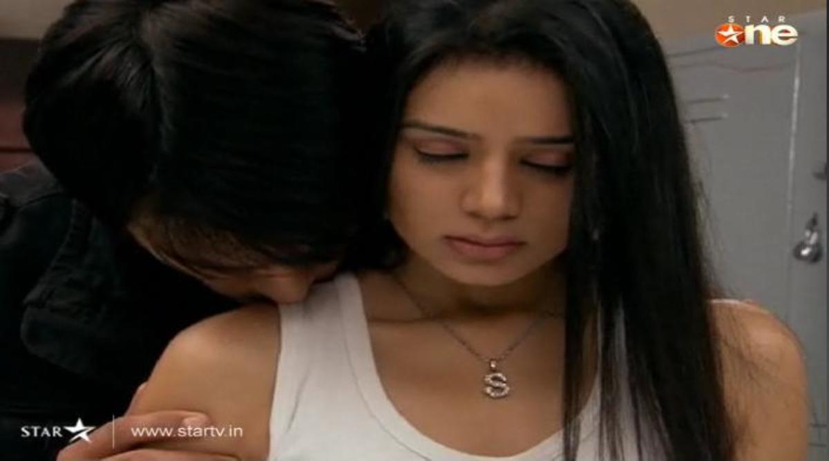 Abhay heals Piya's Sun rash