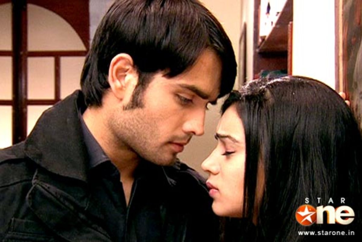 Abhay to heal Piya's wounds by kissing