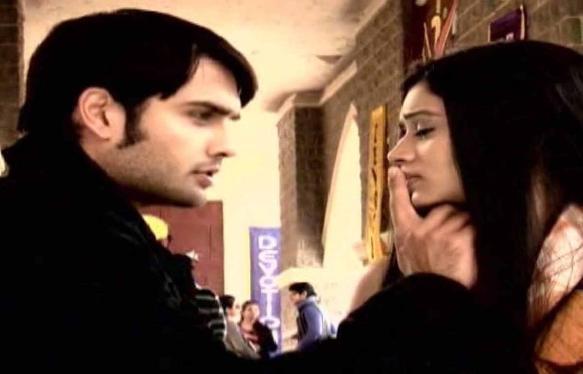 Abhay comes to see Piya before leaving Dehradun