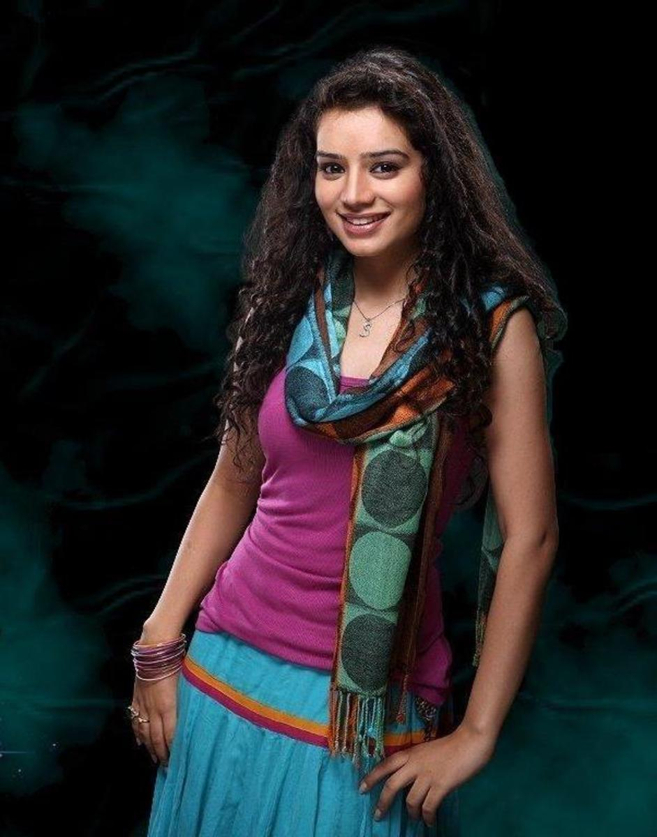 Sukirti Kandpal  as Piya Jaiswal