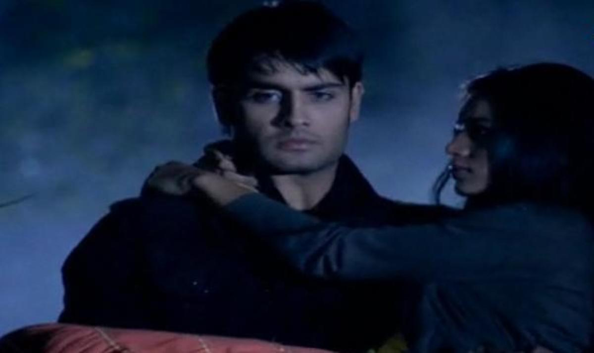 Abhay carries Piya