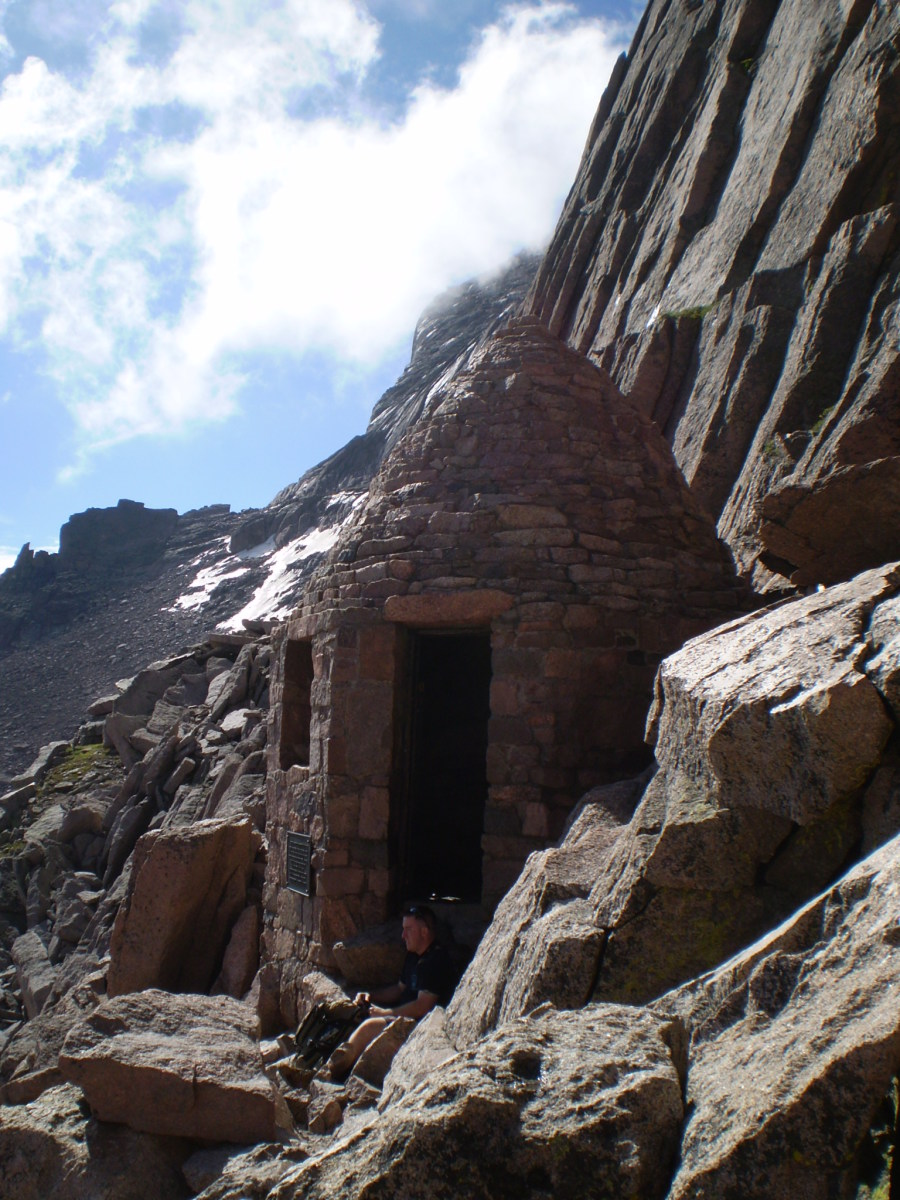 The Agnes Vaille Shelter below the Keyhole.