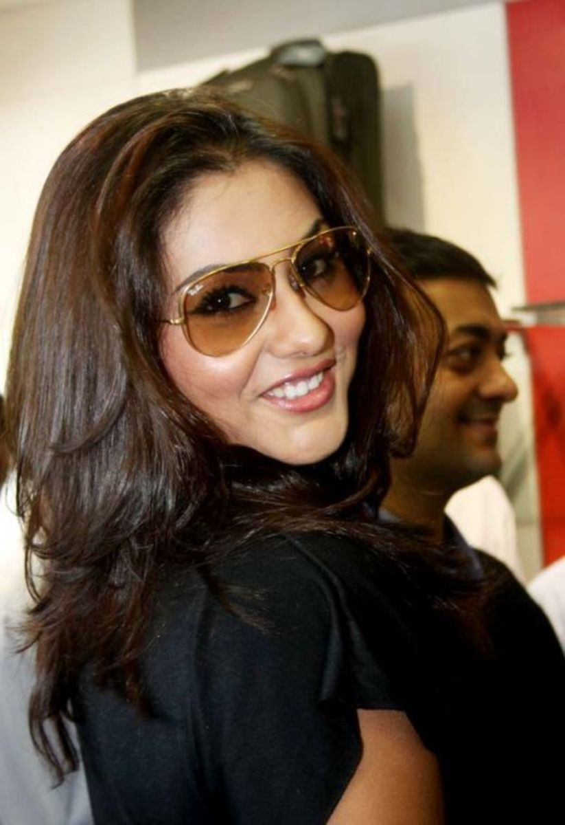 Actress Namitha Pictures and Photos