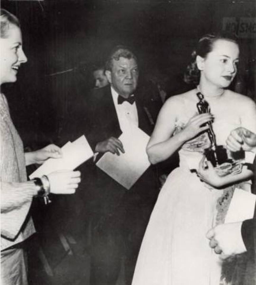 1946 Olivia Gives Joan the Cold Shoulder