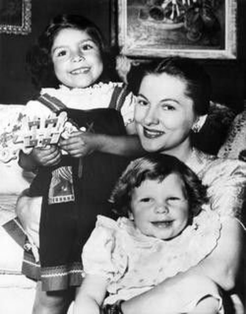 1952, Joan with Debbie and Martitia