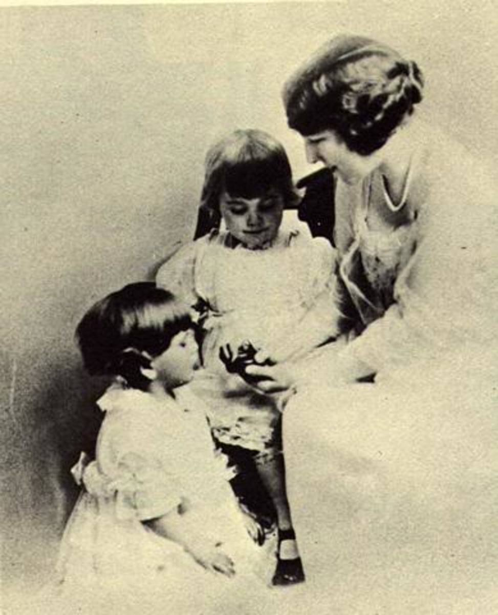 1918, with their mother Lillian