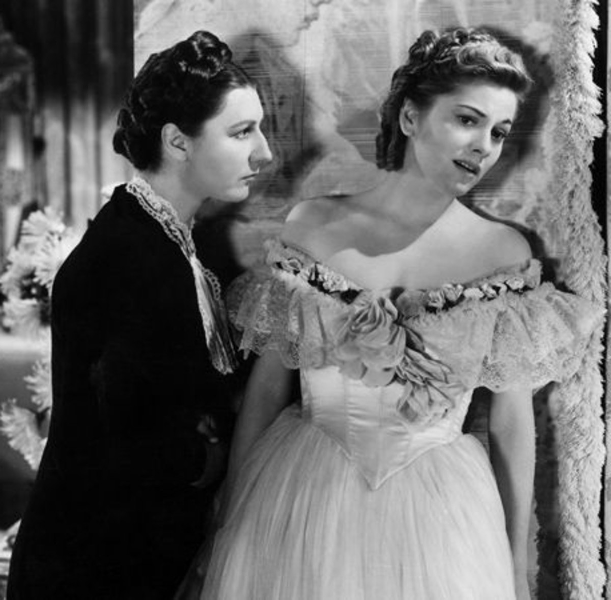 1940 Joan in Rebecca, with Judith Anderson
