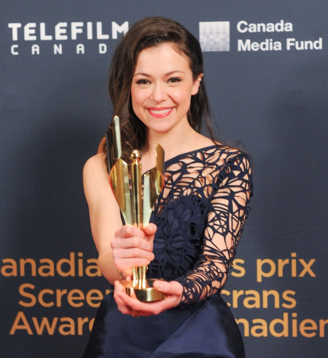 Tatiana Maslany with her Best Actress award at the 2015 Canadian Screen Awards