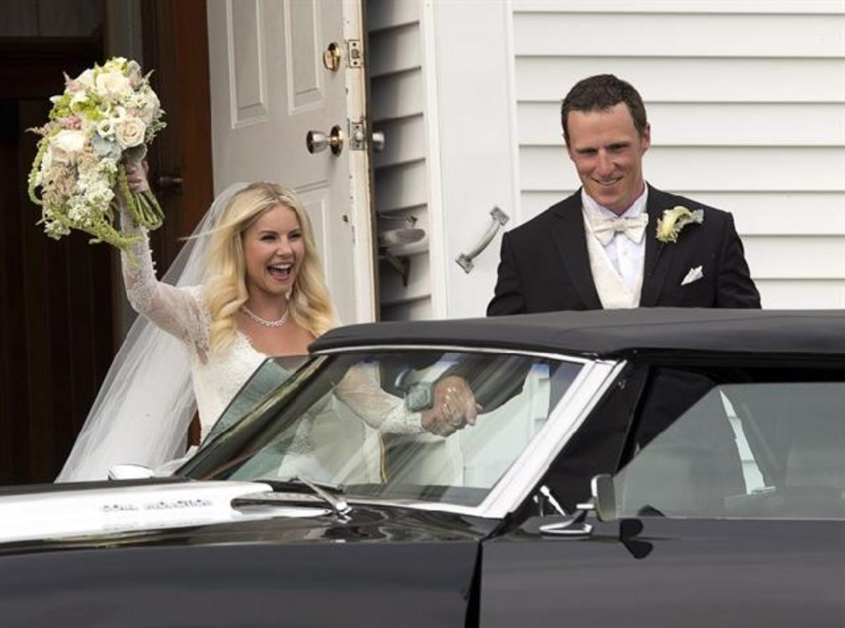 Avid ice hockey fan Elisha Cuthbert got married to Toronto Maple Leaf's captain Dion Phaneuf in July 2013