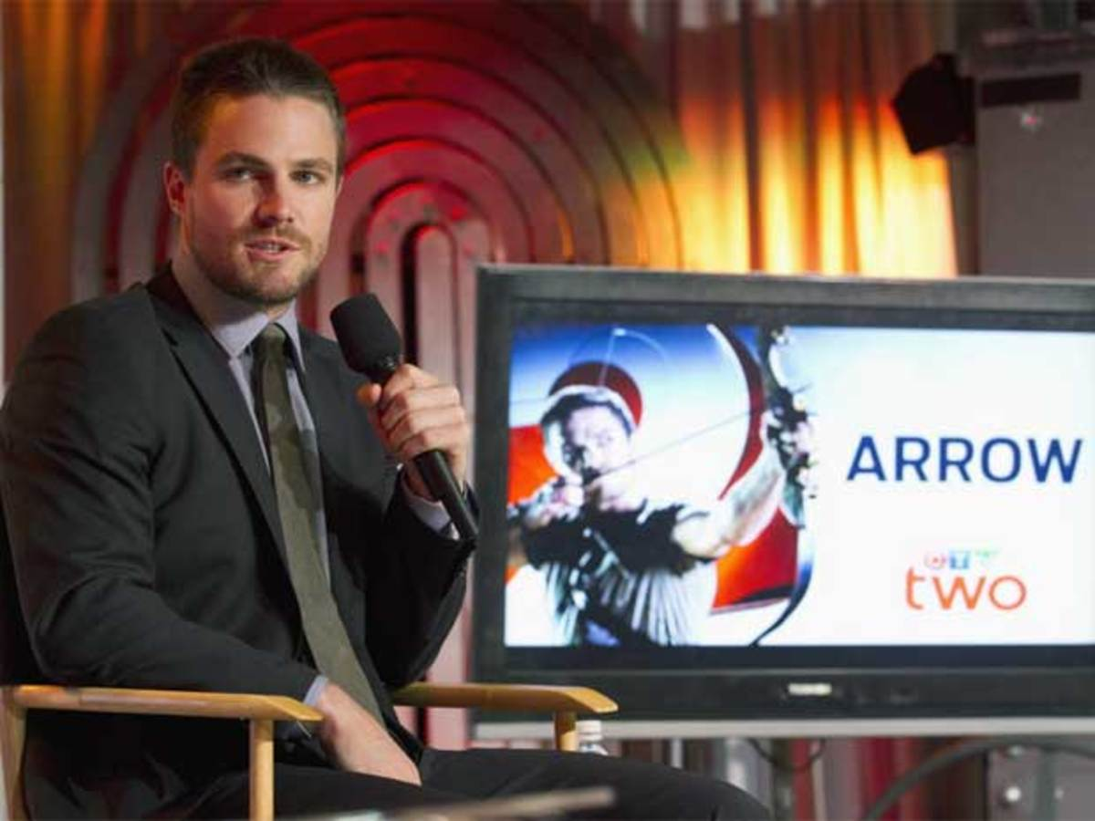 Stephen Arnell promoting his show Arrow to Canadian viewers