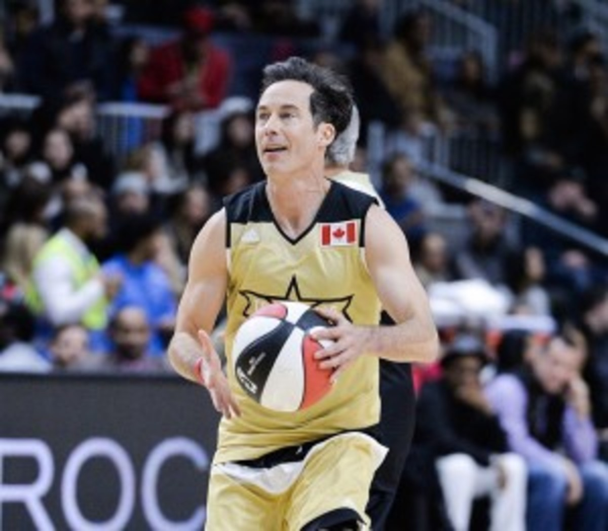 Tom Cavanagh playing for the Canadian team in an NBA All-Star Celebrity Game